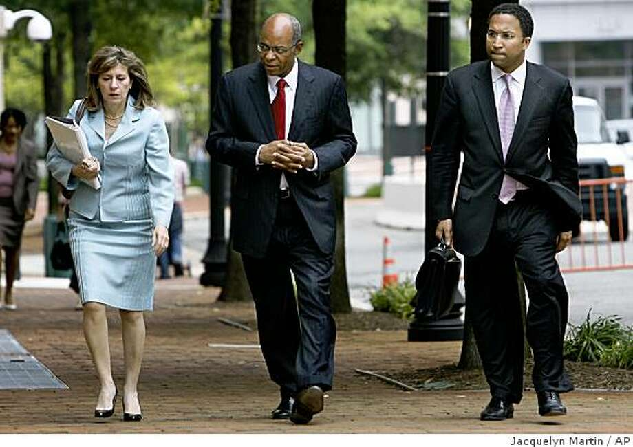 Former Democratic Louisiana Congressman William Jefferson, center, returns to U.S. District Court with members of his defense team, in Alexandria, Va. on Tuesday, June 16, 2009. Jefferson is facing multiple charges including bribery. (AP Photo/Jacquelyn Martin) Photo: Jacquelyn Martin, AP