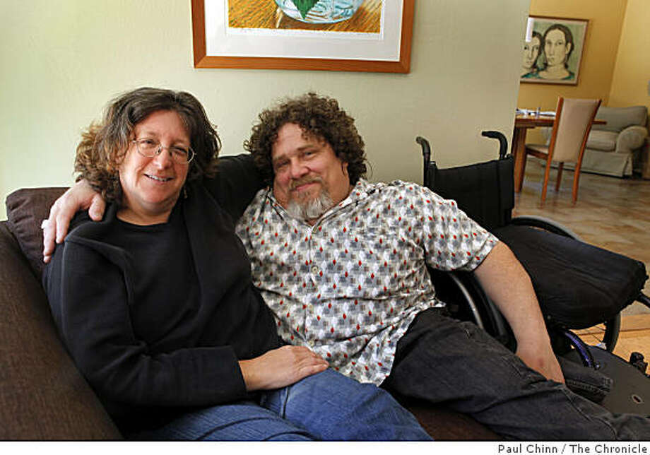Sara Bolder and Jim LeBrecht relax on the couch at their home in Oakland, Calif., on Saturday, June 6, 2009. Photo: Paul Chinn, The Chronicle