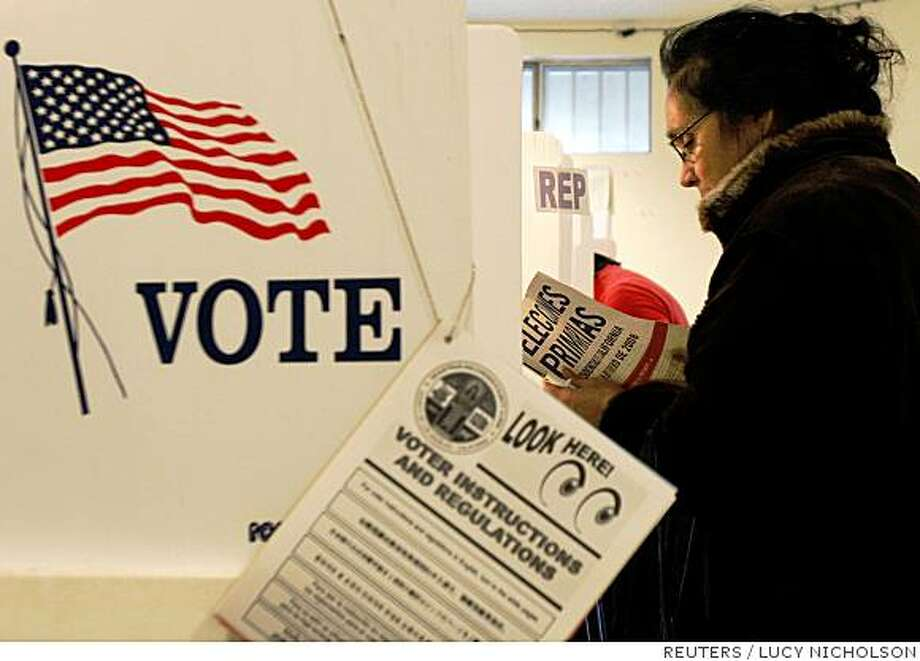 A woman reads voting instructions in Spanish at a polling station for the California primary elections in Los Angeles February 5, 2008.  REUTERS/Lucy Nicholson  (UNITED STATES)  US PRESIDENTIAL ELECTION CAMPAIGN 2008 (USA) Photo: LUCY NICHOLSON, REUTERS