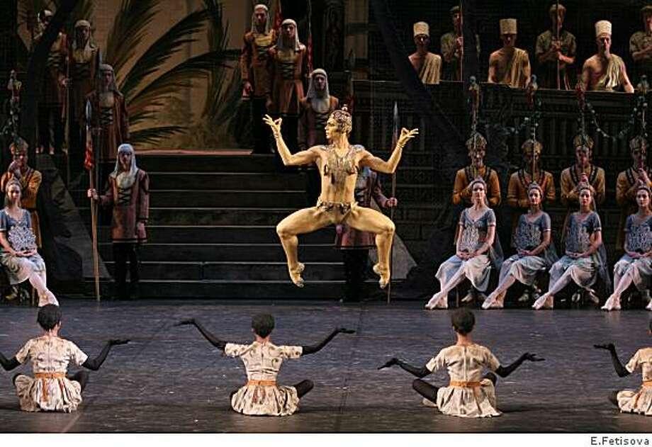 Ivan Vasiliev of Bolshoi Ballet performing The Golden Idol in La Bayadere. Photo: E.Fetisova
