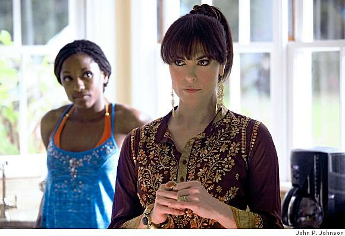 TRUE BLOOD: Rutina Wesley, Michelle Forbes.