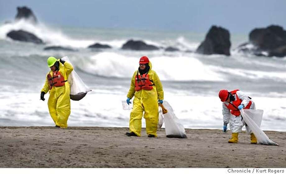 Beaches in Pacifica are closed because of tar that is washing up..People working with the Coast Guard walked Lindamar beach picking up the tar.  Kurt Rogers / The Chronicle MANDATORY CREDIT FOR PHOTOG AND SAN FRANCISCO CHRONICLE/NO SALES-MAGS OUT Photo: Kurt Rogers