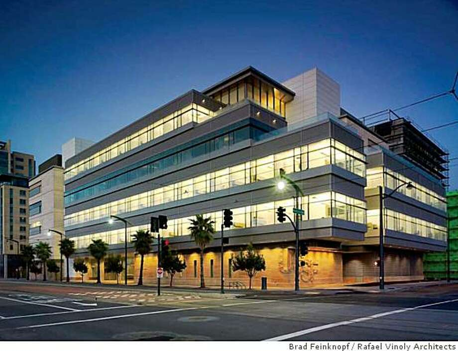The new Helen Diller Family Cancer Research Building at UCSF Mission Bay, designed by Rafael Vinoly Architects. Photo: Brad Feinknopf, Rafael Vinoly Architects