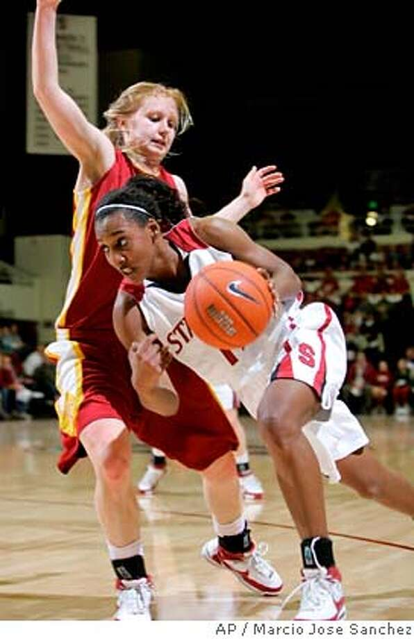 Stanford's Candice Wiggins, right, dribbles past Southern California's Heather Oliver in the first half of a college basketball game in Stanford, Calif., Thursday, Jan. 31, 2008. (AP Photo/Marcio Jose Sanchez) EFE OUT Photo: Marcio Jose Sanchez