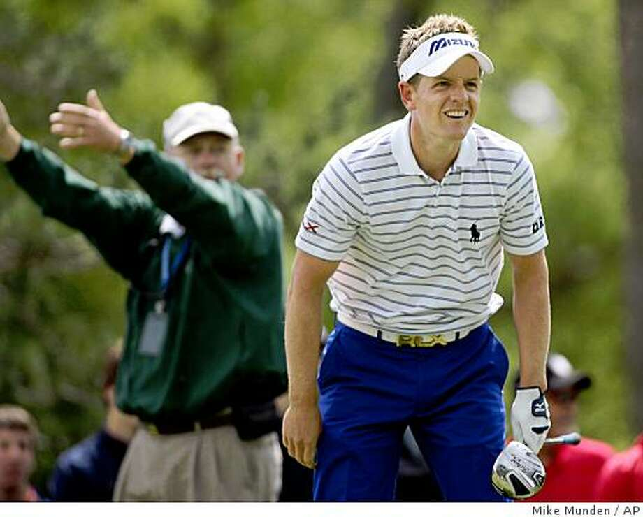Luke Donald of England, watches his tee shot on the 15th hole during the first round of the Memorial golf tournament, Thursday, June 4, 2009, in Dublin, Ohio. (AP Photo/Mike Munden) Photo: Mike Munden, AP