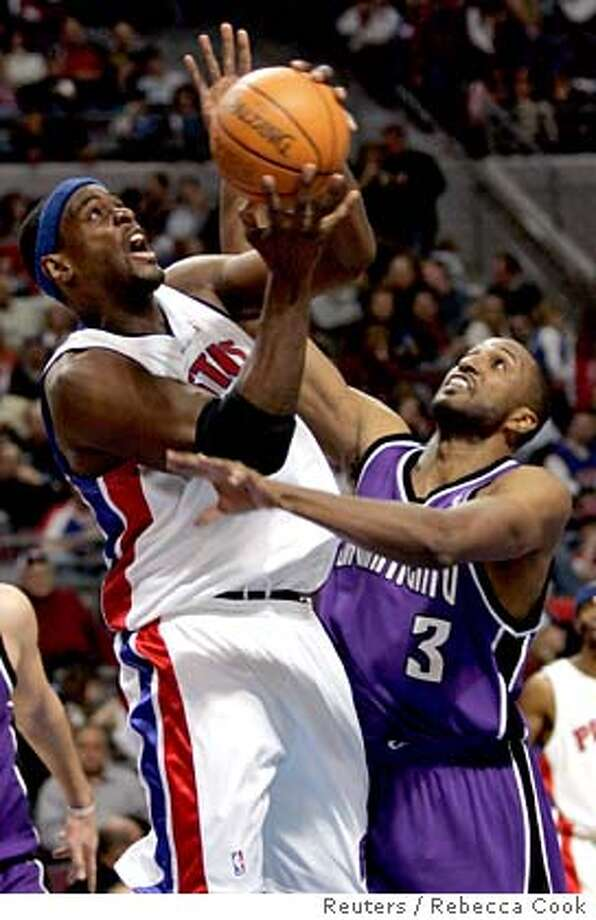 Detroit Piston forward Chris Webber (L) is pressured by Sacramento Kings forward Shareef Abdur-Rahim during the second half of their NBA game in Auburn Hills, Michigan January 20, 2007. REUTERS/Rebecca Cook (UNITED STATES)  Ran on: 01-25-2007  Chris Webber is said to be &quo;a decent human being under the complexity of the guy.&quo; 0 Photo: REBECCA COOK