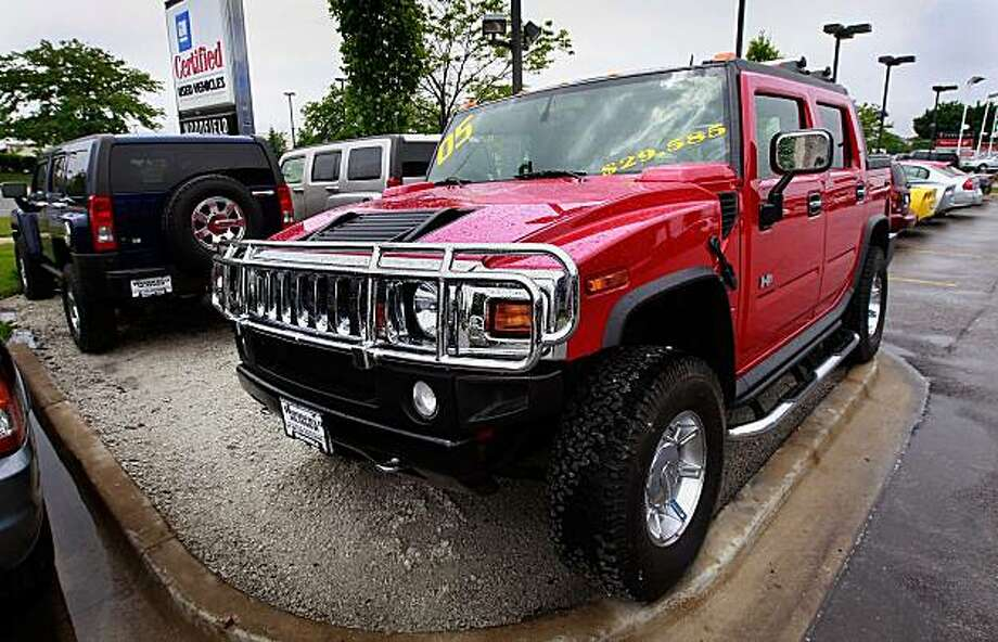 SCHAUMBURG, IL - JUNE 02:  Hummer vehicles are offered for sale at Woodfield Hummer, a Hummer and Chevrolet dealerhip, June 2, 2009 in Schaumburg, Illinois. According to reports General Motors has reached a tentative agreement to sell its Hummer brand to Sichuan Tengzhong Heavy Industrial Machinery Co. of China.  (Photo by Scott Olson/Getty Images) Photo: Scott Olson, Getty Images