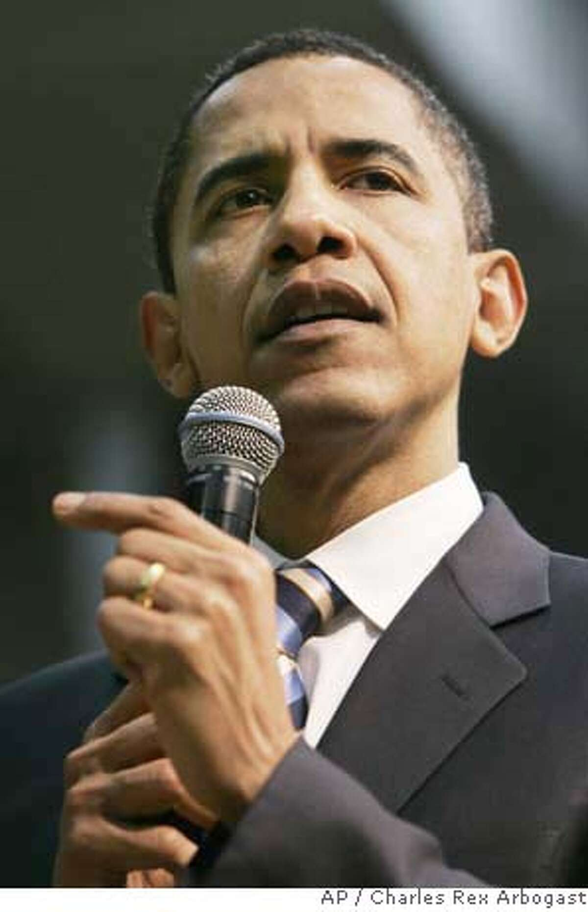 Democratic presidential hopeful, Sen. Barack Obama, D-Ill., campaigns during a town hall meeting in Beaufort, S.C., Thursday, Jan. 24, 2008. (AP Photo/Charles Rex Arbogast)