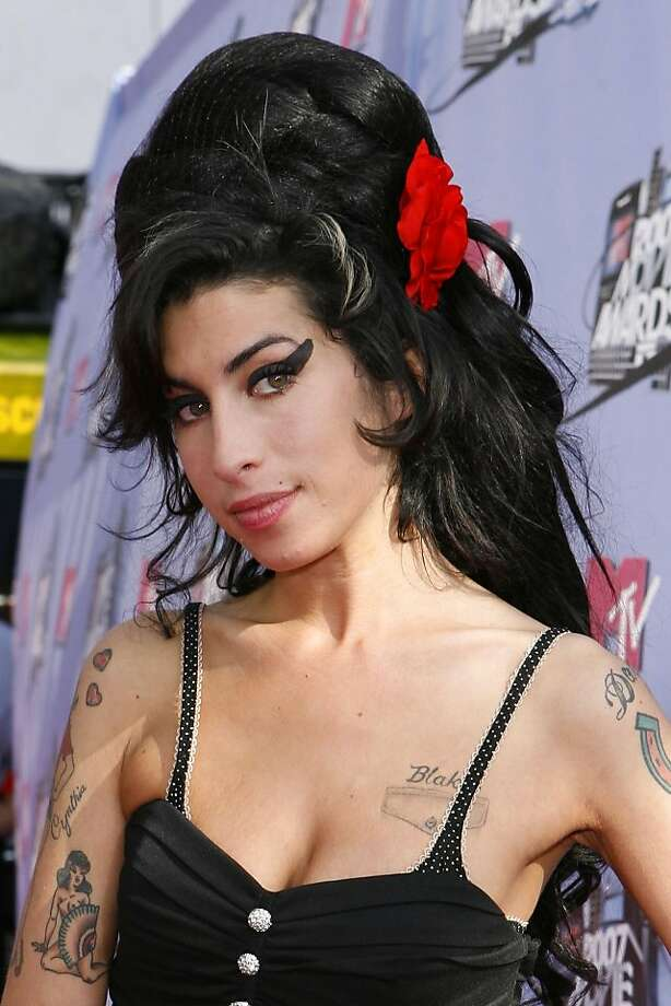 ** FILE ** Singer Amy Winehouse arrives at the MTV Movie Awards in Los Angeles, in this June 3, 2007, file photo. (AP Photo/Kevork Djansezian, file) Photo: Kevork Djansezian, AP
