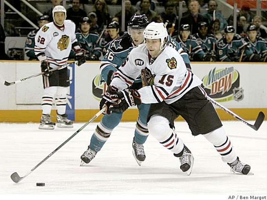 Chicago Blackhawks' Tuomo Ruutu (15), of Finland, skates past San Jose Sharks' Steve Bernier (26) during the first period of an NHL hockey game Tuesday, Jan. 22, 2008, in San Jose, Calif. (AP Photo/Ben Margot) Photo: Ben Margot, AP