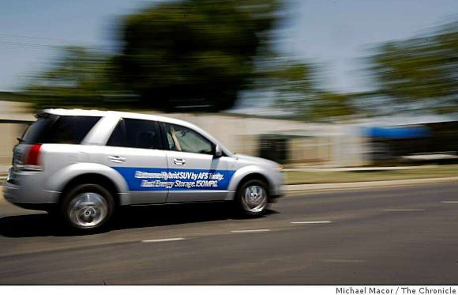 One of several hydrogen powered vehicles give rides to interested parties to promote the use of fuel cell cars, circling through the streets giving rides to interested parties in Livermore, Calif on Thursday May 27, 2009. Photo: Michael Macor, The Chronicle