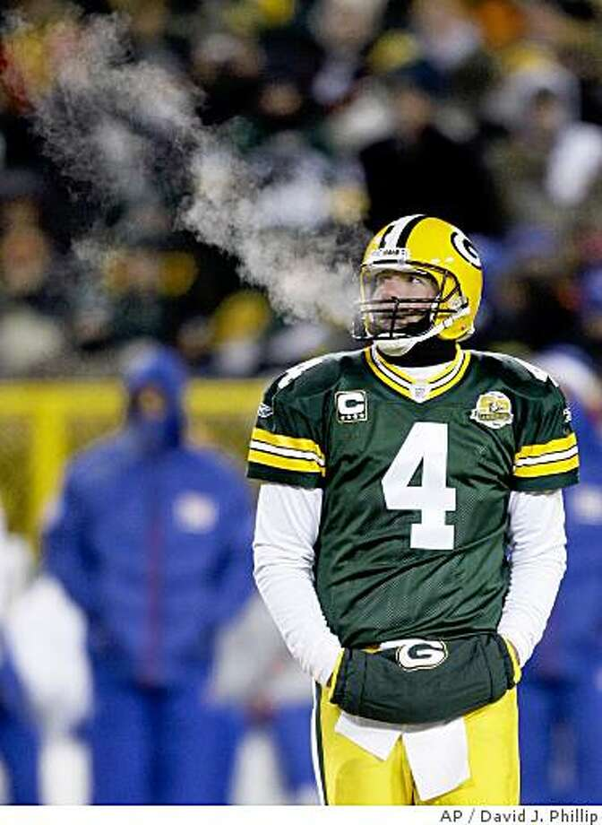 Green Bay Packers quarterback Brett Favre looks on during the NFC Championship football game against the New York Giants, Sunday, Jan. 20, 2008, in Green Bay, Wis. (AP Photo/David J. Phillip) Photo: David J. Phillip, AP