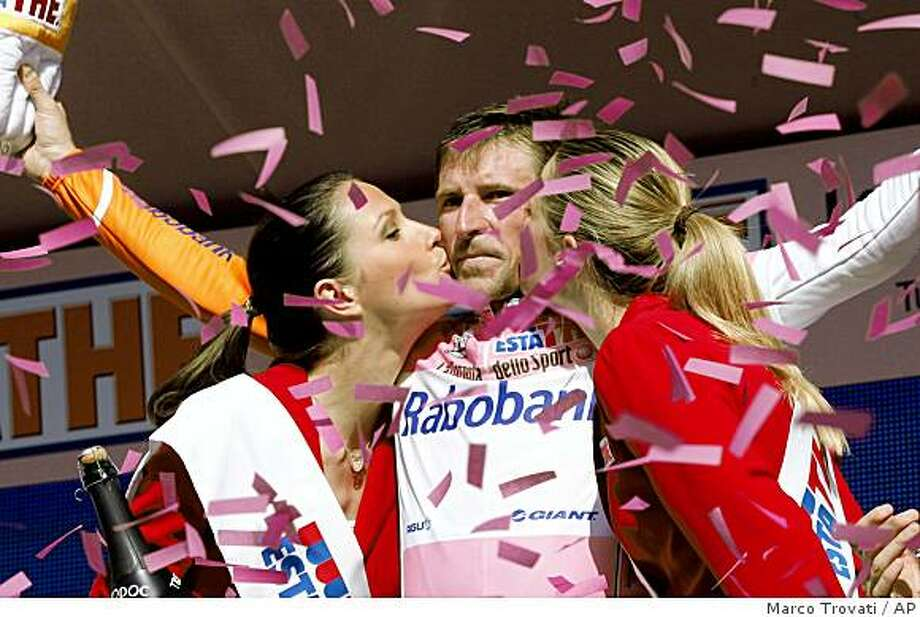 Overall leader Russia's Denis Menchov is kissed by the race's hostesses after completing the 14th stage of the Giro d'Italia, Tour of Italy cycling race, from Campi Bisenzio to Bologna, Saturday, May 23, 2009. (AP Photo/Marco Trovati) Photo: Marco Trovati, AP