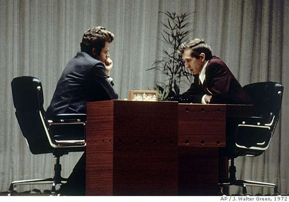 ** FILE ** Bobby Fischer of the U.S. right, and Boris Spassky of Russia, play their last game together in Reykjavik, Iceland, in this Aug. 31, 1972 file photo. Fischer who renounced his U.S. citizenship, has died at the age of 64, Iceland's Channel 2 television reported Friday, Jan. 18, 2008. (AP Photo/J. Walter Green, file) Photo: J. WALTER GREEN