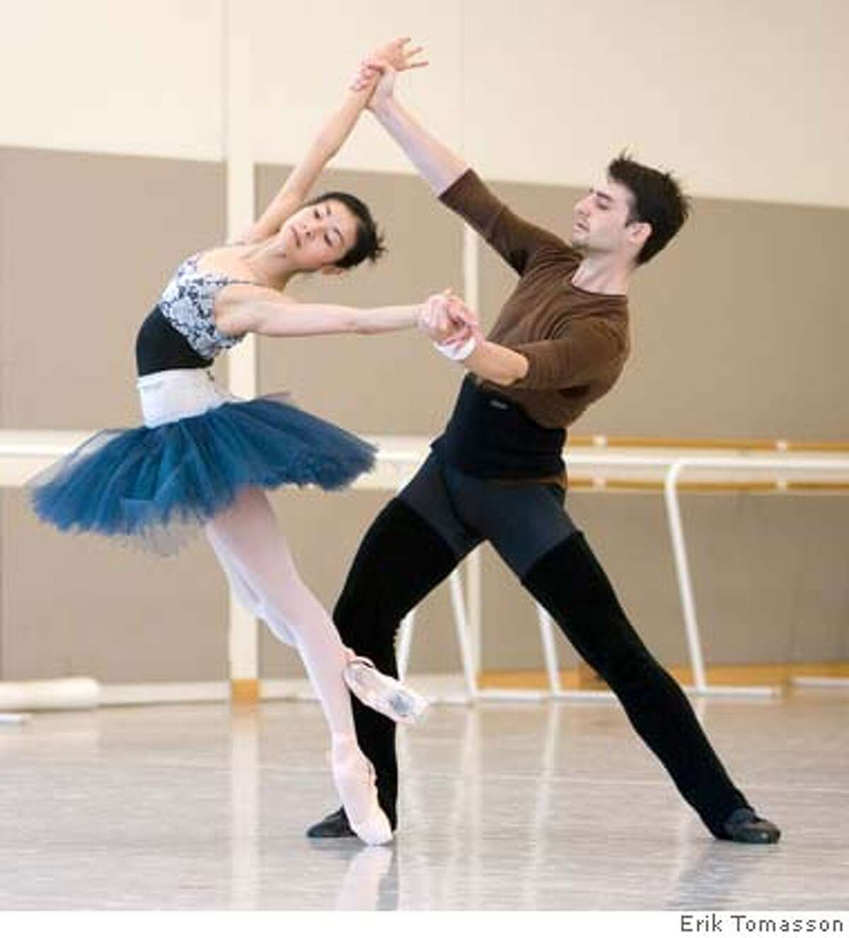 Yuan Yuan Tan and Ruben Martin rehearse Welch's World Premiere. (� Erik Tomasson)