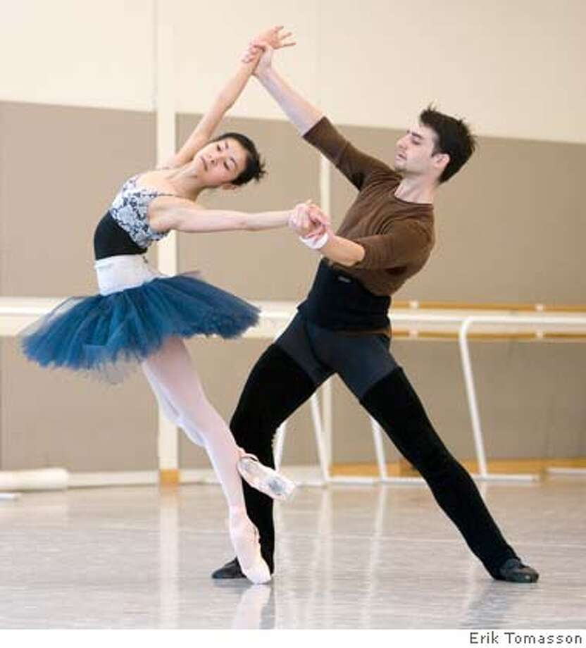 Yuan Yuan Tan and Ruben Martin rehearse Welch's World Premiere.  (� Erik Tomasson) Photo: Erik Tomasson