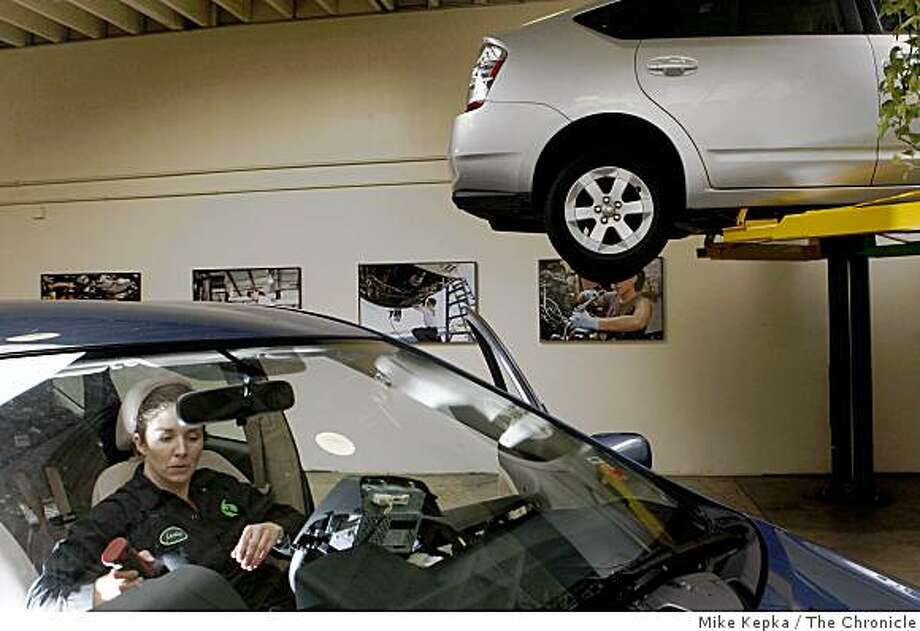 Garage 39 s hybrid approach to fixing 39 green 39 cars sfgate for Garage ww auto