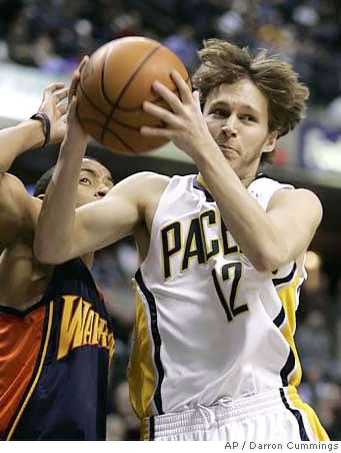 Indiana Pacers guard Travis Diener (12) makes a pass while being defended by Golden State Warriors guard Monta Ellis, left, during the first quarter of an NBA basketball game in Indianapolis, Wednesday, Jan., 16, 2008. The Pacers won 125-117. (AP Photo/Darron Cummings) EFE OUT Photo: Darron Cummings