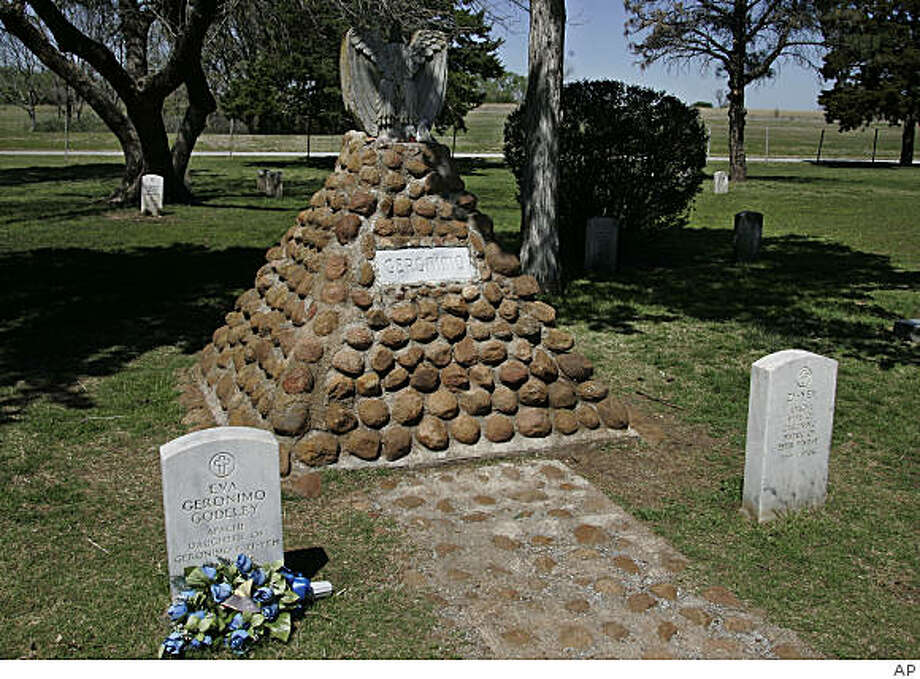 **ADVANCE FOR SUNDAY, MAY 17 **This April 22, 2009. photo shows Geronimo's grave in the Apache cemetery at Fort Sill in Lawton, Okla.  Historians say that many of the legends surrounding the famed Indian warrior, including one that his bones were removed by grave robbers, are more myth than reality. (AP Photo) Photo: AP