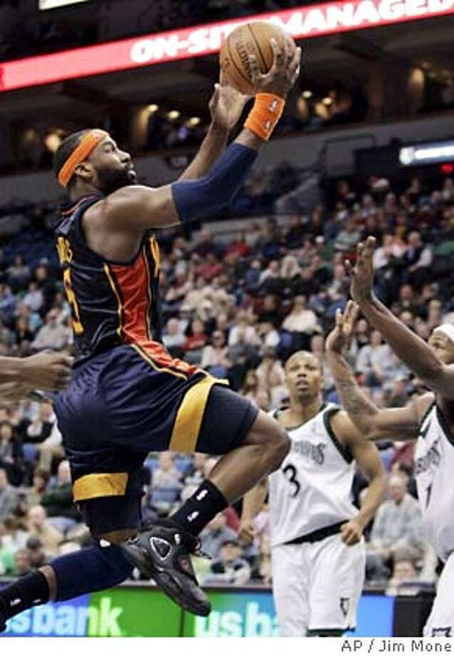 Minnesota Timberwolves' Sebastian Telfair (3) and Rashad McCants, right, watch as Golden State Warriors' Baron Davis, left, drives to the basket in third quarter of an NBA basketball game Tuesday, Jan. 15, 2008, in Minneapolis. Davis led the Warriors with 22 points in their 105-98 victory. (AP Photo/Jim Mone) EFE OUT Photo: Jim Mone