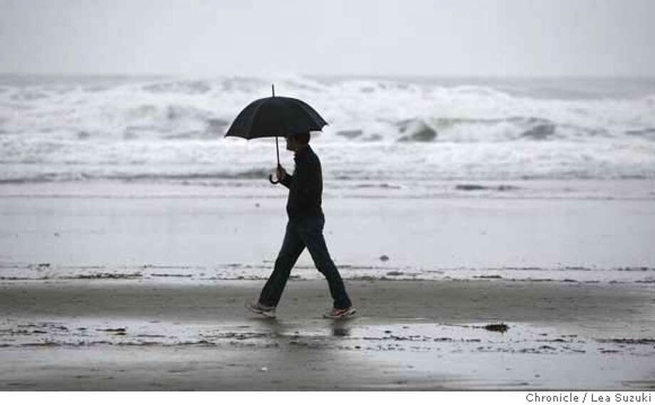 weather07_121_ls.jpg  Christian Frantz of SF walks on Ocean Beach during a light afternoon rainfall on Sunday. Storm related features on Sunday, 1/6/08 in San Francisco, CA. Lea Suzuki/ The Chronicle Photo taken on 1/6/08, in San Francisco, CA, USA MANDATORY CREDIT FOR PHOTOG AND SAN FRANCISCO CHRONICLE/NO SALES-MAGS OUT Photo: Lea Suzuki