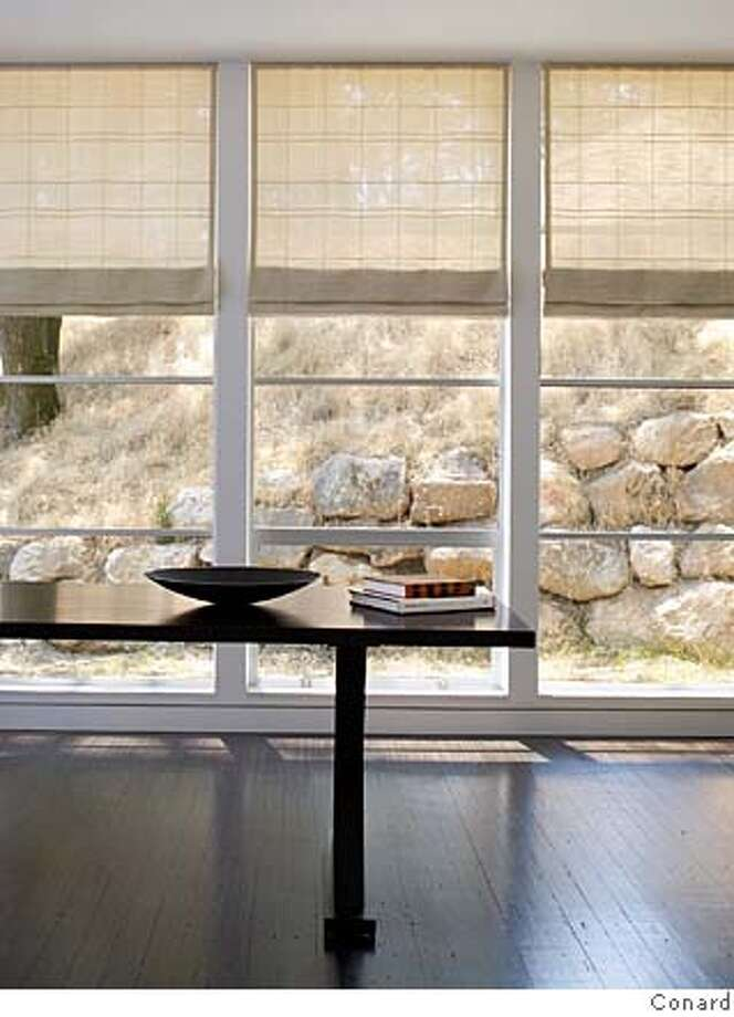 Conrad's Tahoe collection of Roman shades includes Weave T234-02, Alpine Gypsum. Photo: Ho