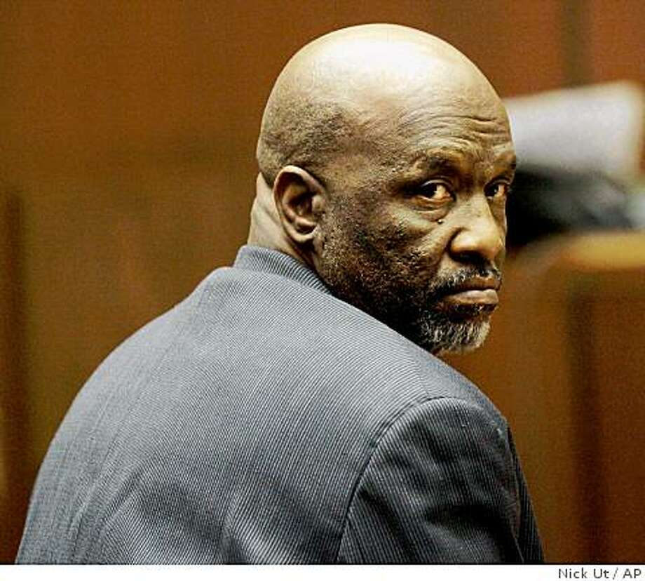 Defendant Ernest Nelson looks behind him while awaiting a verdict in his trial in which he is accused of being part of lucrative scheme to buy and sell human body parts donated to a University of California medical school, Thursday, May 14,  2009 in Los Angeles. Nelson, of Rancho Cucamonga, has been found guilty of conspiracy to commit grand theft, grand theft by embezzlement and tax evasion. (AP Photo/Nick Ut) Photo: Nick Ut, AP