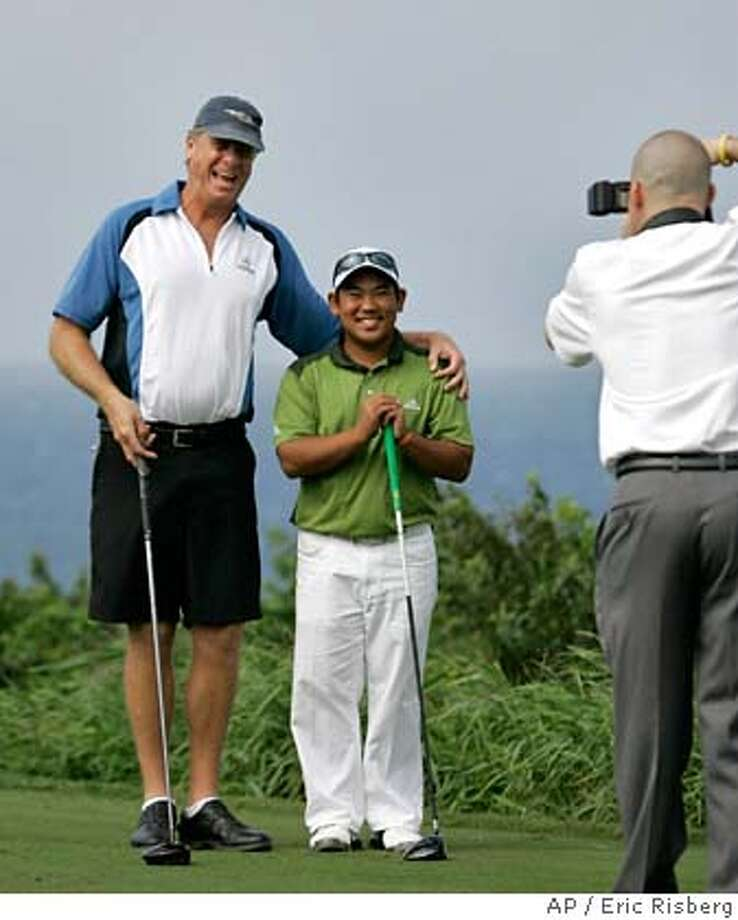Tadd Fujikawa, center, poses on the 10th tee of the Plantation Course with playing partner Grant Shoemaker, of Los Angeles, during the pro-am event of the Mercedes Benz Championship golf tournament in Kapalua, Hawaii Wednesday, Jan. 2, 2008. (AP Photo/Eric Risberg) EFE OUT Photo: Eric Risberg
