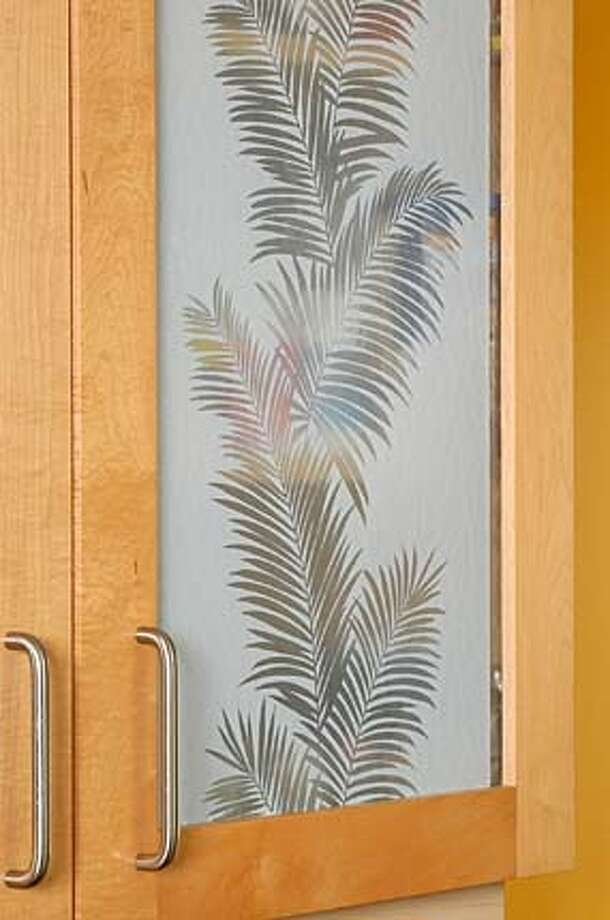 Etched Palm on kitchen cupboard (Gila window film) Photo: Ho