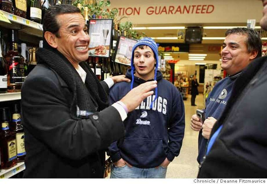 iowa30_520_df.jpg  Antonio Villaraigosa, Los Angeles Mayor, speaks to shoppers, Nick McCargar, 14, with his father Dale McCargar, 47, at Hy-Vee grocery store as he campaigns in Iowa for Senator Hillary Clinton for Democratic presidential candidate. Photographed in Des Moines on 12/29/07. Deanne Fitzmaurice / The Chronicle Mandatory credit for photographer and San Francisco Chronicle. No Sales/Magazines out. Photo: Deanne Fitzmaurice