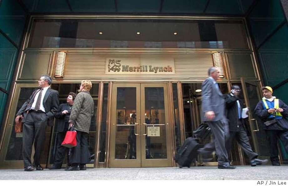** FILE ** People leave the headquarters of Merrill Lynch & Co. in New York in this Nov. 14, 2007 file photo. Investment bank Merrill Lynch & Co. on Monday, Dec. 24, 2007 said it sold a stake in itself to Temasek Holdings and Davis Selected Advisors for $6.2 billion as it looks to strengthen its balance sheet. (AP Photo/Jin Lee, file) Photo: Jin Lee