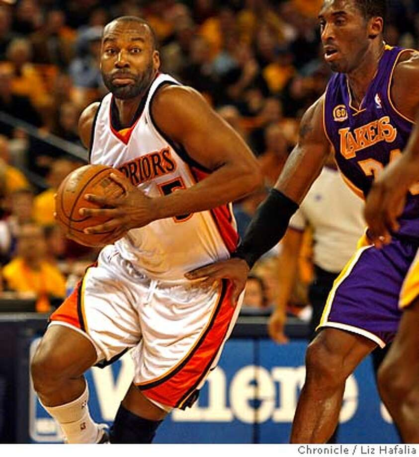 WARRIORS_lakers_105_LH.JPG Warriors vs. Lakers at Oracle Arena. Baron Davis made the winning score during the last minute of the game. Kobe Bryant injured his hip during the last minutes of the game.  Liz Hafalia/The Chronicle/Oakland/12/14/07  ** cq �2007, San Francisco Chronicle/ Liz Hafalia  MANDATORY CREDIT FOR PHOTOG AND SAN FRANCISCO CHRONICLE. NO SALES- MAGS OUT. Photo: Liz Hafalia