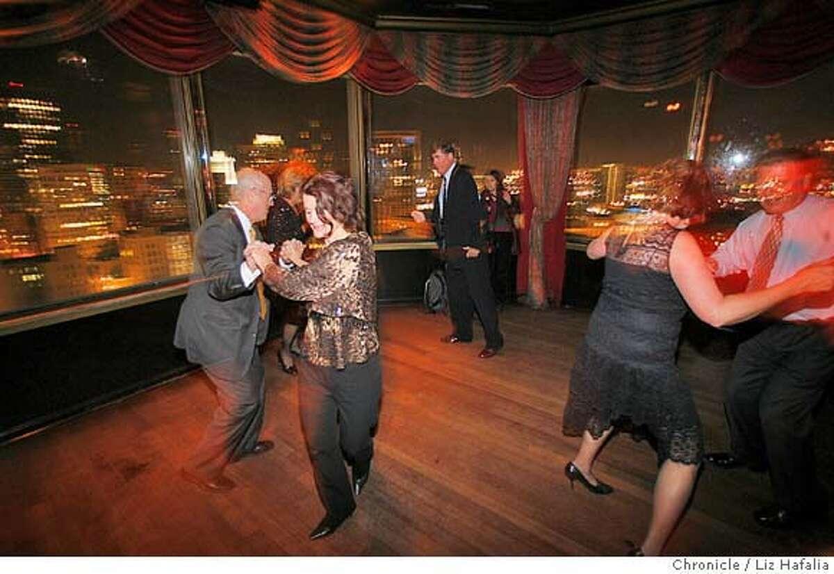 BARBITE27_131_LH.JPG The dance floor at Harry Denton's Starlight Room in the Sir Francis Drake Hotel. Liz Hafalia/The Chronicle/San Francisco/12/14/07 ** cq