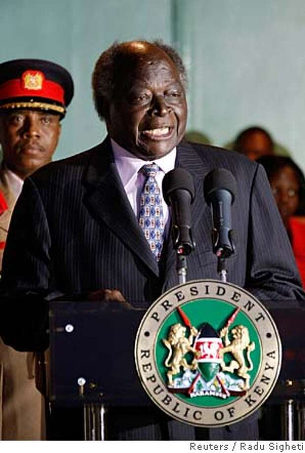President Mwai Kibaki speaks during the swearing-in ceremony at the presidential palace in Nairobi, December 30, 2007. Kibaki has beaten opposition leader Raila Odinga by a narrow margin to win re-election in Kenya's closest ever vote, the head of the Electoral Commission of Kenya said on Sunday. REUTERS/Radu Sigheti (KENYA) 0 Photo: RADU SIGHETI