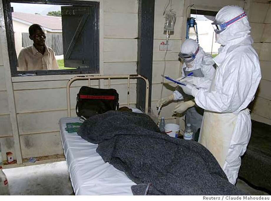 Medicins Sans Frontieres (MSF) staff attend an Ebola patient inside an isolation ward in Bundibugyo December 12, 2007 in this picture released by MSF on December 20, 2007. Uganda has had 124 cases of a new strain of Ebola fever that has killed 35 people. All the cases since the outbreak began in August have been in remote western Bundibugyo district, which borders Democratic Republic of the Congo (DRC), except for a doctor who died in the capital Kampala after returning from that area. Picture taken December 12, 2007. REUTERS/Claude Mahoudeau/MSF/Handout (UGANDA). EDITORIAL USE ONLY. NOT FOR SALE FOR MARKETING OR ADVERTISING CAMPAIGNS. EUO Photo: HO