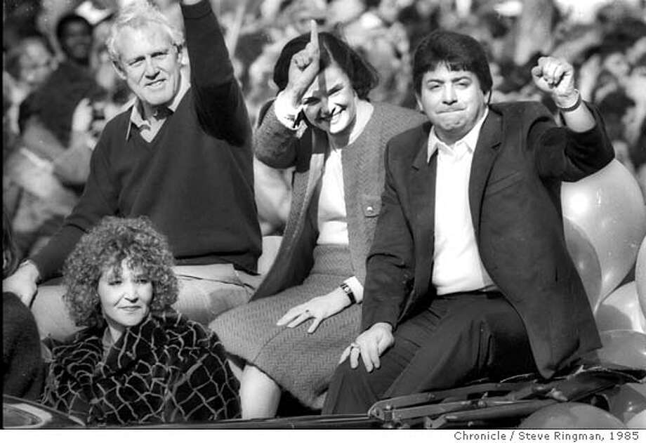 SUPERBOWL1985-21JAN1985-RINGMAN - 49'er Coach Bill Walsh, Mayor Diane Feinstein, Team Owner Eddie DeBartolo, waving to fans at the Super Bowl Victory Parade in downtown San Francisco the morning after the game, Jan, 21, 1985. Super Bowl 1985 in Stanford, CA. 49'ers vs. Miami, Super Bowl 1985. Photo by Steve Ringman Photo: Steve Ringman
