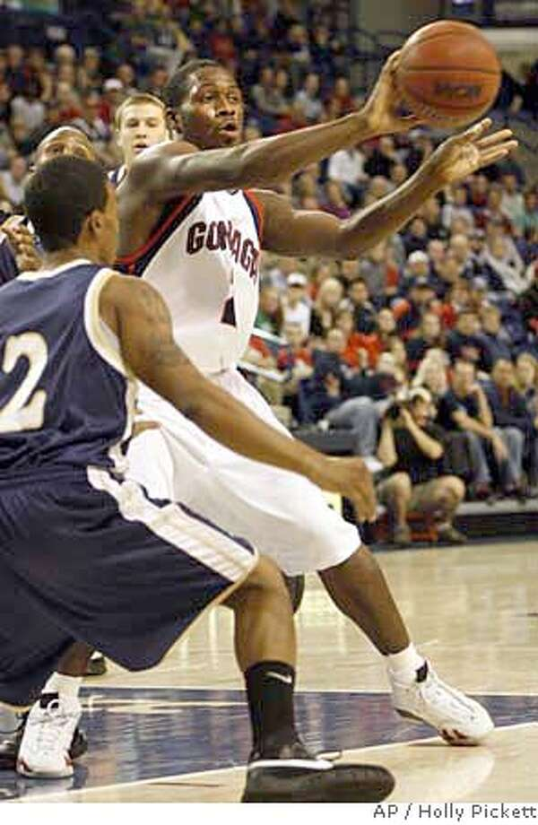 Gonzaga guard Jeremy Pargo passes during a college basketball game against Northern Colorado, Monday, Dec. 17, 2007, at McCarthy Athletic Center in Spokane, Wash. (AP Photo/Holly Pickett) EFE OUT Photo: Holly Pickett