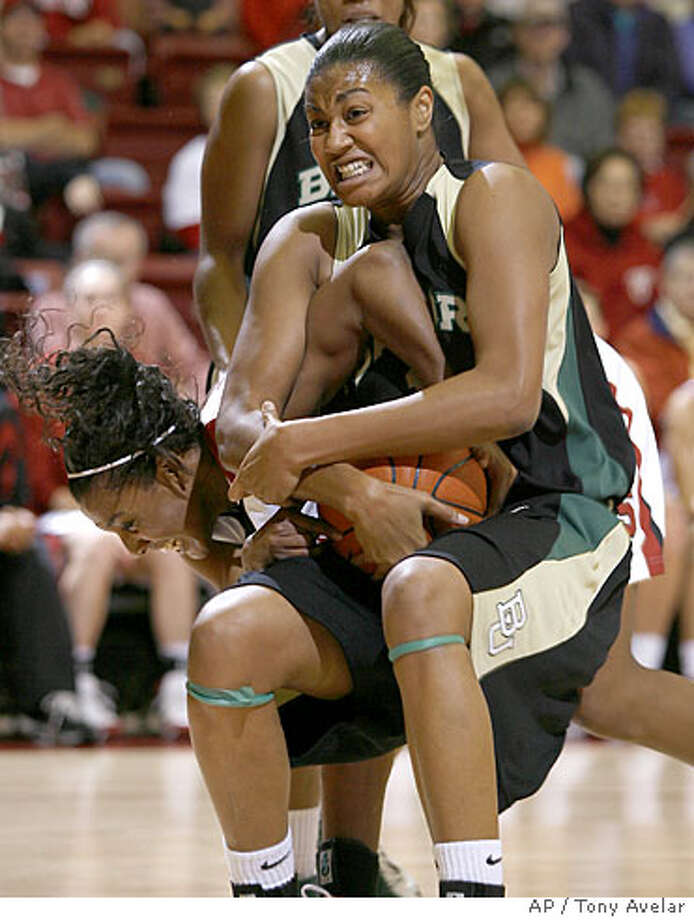 Baylor center Danielle Wilson, right, and Stanford guard Candice Wiggins, left, battle for the ball in the first half of their NCAA basketball in Stanford, Calif., on Sunday, Dec. 16, 2007. (AP Photo/Tony Avelar) Photo: Tony Avelar