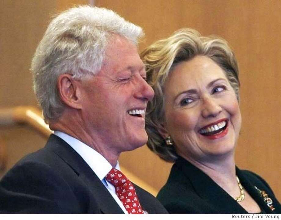 Democratic presidential candidate U.S. Senator Hillary Clinton (D-NY) and her husband former U.S. President Bill Clinton attend church service at Mt. Carmel Missionary Baptist Church in Waterloo, Iowa , December 23, 2007. REUTERS/Jim Young (UNITED STATES) 0 Photo: JIM YOUNG