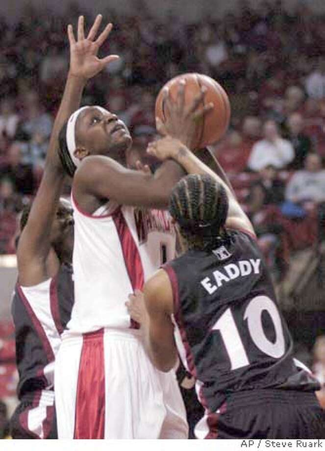 University of Maryland's Crystal Langhorne tries to shoot over Temple's LaKeisha Eddy during their teams' women's college basketball game Sunday, Dec. 9, 2007, in College Park, Md. Maryland defeated Temple, 64-46. (AP Photo/ Steve Ruark) EFE OUT Photo: Steve Ruark