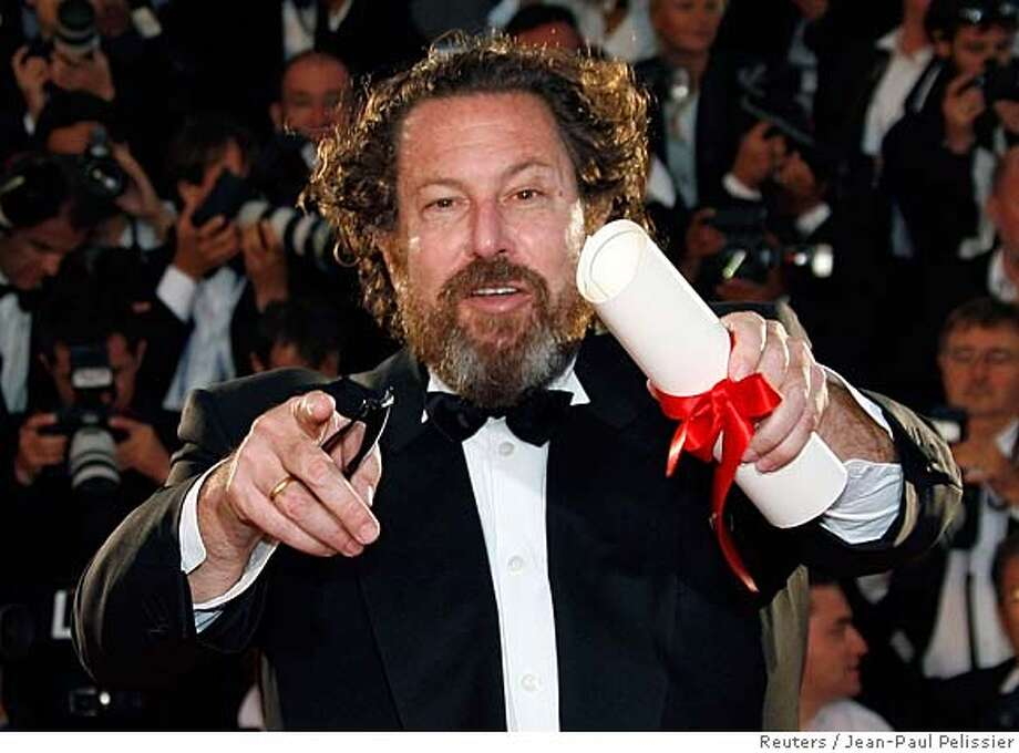 """U.S. director Julian Schnabel holds the Best Director prize for his film """"Le Scaphandre et Le Papillon"""" (The Diving Bell and the Butterfly"""") during a photocall at the 60th Cannes Film Festival in this May 27, 2007 file photo. Schanbel's film earned best film and best director nominations at the 2008 Film Independent's Spirit Awards, announced November 27, 2007. REUTERS/Jean-Paul Pelissier/Files (FRANCE) 0 Photo: JEAN-PAUL PELISSIER"""