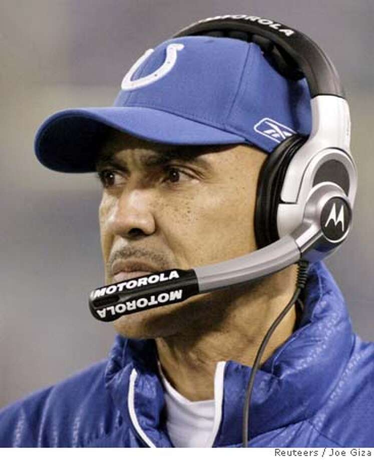 Indianapolis Colts head coach Tony Dungy follows the action from the sidelines during the first quarter of the Colts NFL football game against the Baltimore Ravens in Baltimore, Maryland, December 9, 2007. REUTERS/Joe Giza (UNITED STATES) Photo: JOE GIZA