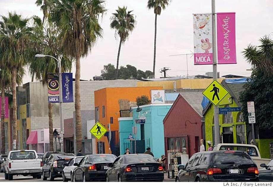 TRAVEL VENICE BEACH -- Shopping scenes on Abbot Kinney Boulevard in Venice Beach.  Photo by Gary Leonard / LA Inc. Photo: Gary Leonard