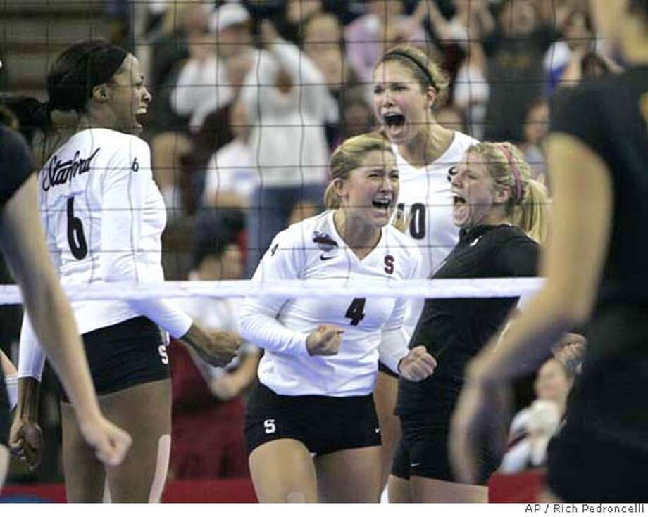 Stanford's Franci Girard, left, Bryn Kehoe, center, Alix Klineman,second from right, and Gabi Ailes, right, celebrate after scoring the winning point to defeat USC 3-2 in the semi-finals of the Women's Division I NCAA volleyball championships in Sacramento, Calif., Thursday, Dec. 13, 2007. (AP Photo/Rich Pedroncelli) EFE OUT Photo: Rich Pedroncelli