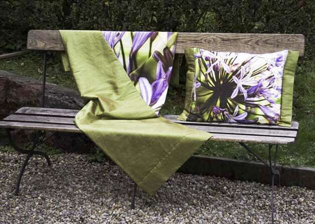 hotstuff04 for Home&Garden Caption: agapanthus pillow from A Liaison Ran on: 07-11-2007 Ran on: 07-11-2007 Ran on: 07-11-2007 Ran on: 07-11-2007 Photo: Huub