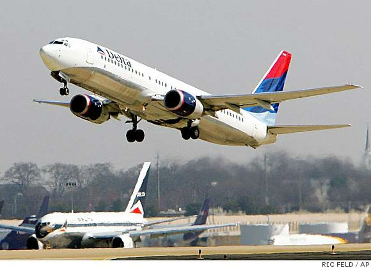 The pullback at big carriers, including Delta Air Lines Inc. and American Airlines, may reach 8 percent