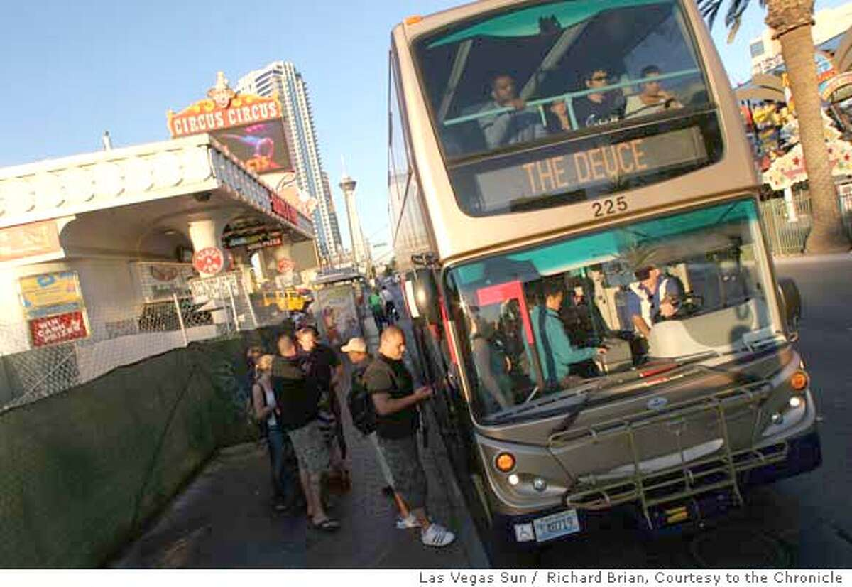 People board the Double Deuce tour bus on Las Vegas Boulevard, Las Vegas, on Thursday Nov. 15, 2007. Richard Brian / Las Vegas Sun MANDATORY CREDIT FOR PHOTOG AND SAN FRANCISCO CHRONICLE/NO SALES-MAGS OUT