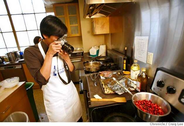 TURKEYCAMP14_348_cl.JPG  Photo of the San Francisco Chronicle's Food section Turkey Training Camp. Photo of Benjamin Seto taking a photo for his food blog.  on 11/4/07 in San Francisco. photo by Craig Lee / The Chronicle MANDATORY CREDIT FOR PHOTOG AND SF CHRONICLE/NO SALES-MAGS OUT Photo: Photo By Craig Lee