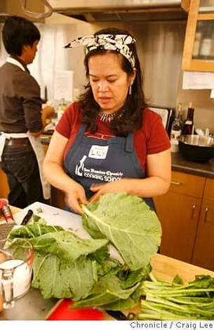 TURKEYCAMP14_301_cl.JPG  Photo of the San Francisco Chronicle's Food section Turkey Training Camp. Photo of Lilly Thang preparing her collard greens for her mixed greens recipe.  on 11/4/07 in San Francisco. photo by Craig Lee / The Chronicle MANDATORY CREDIT FOR PHOTOG AND SF CHRONICLE/NO SALES-MAGS OUT Photo: Photo By Craig Lee