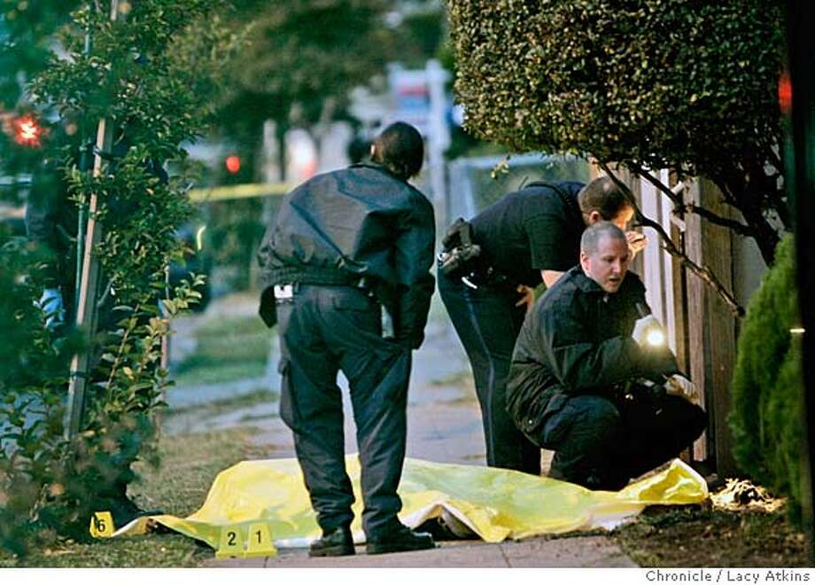 Oakland Police look over the scene where Ronald Mack was killed, Friday October 6, 2006, in Oakland, Ca. (Lacy Atkins/The Chronicle)  (Lacy Atkins/The Chronicle) MANDATORY CREDITFOR PHOTGRAPHER AND SAN FRANCISCO CHRONICLE/NO SALES-MAGS OUT Photo: Lacy Atkins